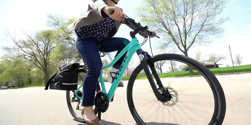 Buyer's Guide for Women's Hybrid Bikes